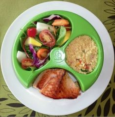 The almost PERFECT portion control diet tool! And it keeps your food from touching! Healthy Mummy, Healthy Tips, Healthy Choices, Healthy Snacks, Healthy Recipes, Locarb Recipes, Bariatric Recipes, Quick Recipes, Portion Control Plate