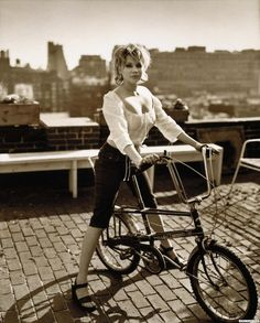 Michelle Williams on bike
