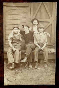 A vintage photo Antique Photos, Vintage Pictures, Vintage Photographs, Old Pictures, Vintage Images, Old Photos, Time Pictures, Vintage Love, Vintage Men