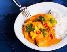 Intialainen lohicurry, resepti – Ruoka.fi Thai Red Curry, Chili, Ethnic Recipes, Food, Anna, Chile, Essen, Meals, Chilis