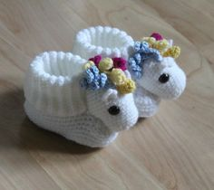 Crochet Patterns Booties Unicorn furs all sizes from 17 to 24 included Baby Knitting Patterns, Crochet Patterns, Knitting Socks, Free Knitting, Crochet Unicorn, Crochet Baby Shoes, Patterned Socks, Baby Socks, Baby Booties