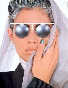 Vogue Italia, febbraio 1985 OCCHIALI MIYAKE