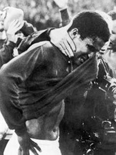 Aquele que foi omelhor marcador do Mundial de 1966 com nove golos, colecionou tardes e noites de glória com a equipa dasquinas. Golos e exibições que lhe valeram o prémio Bola de OuroFrance Footballem 1965; em 1962 e 1966 foi segundo classificado.