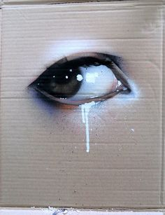 Spray paint ojo llorando en carton