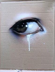 Spray paint ojo llorando en carton