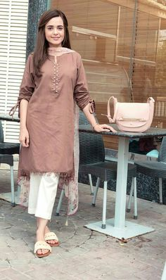 Kurti sleeves design - How to wear clothes ideas simple Pakistani Fashion Casual, Pakistani Dresses Casual, Pakistani Dress Design, Indian Fashion, Pakistani Suits, Pakistani Bridal, Emo Fashion, Thug Fashion, Style Fashion