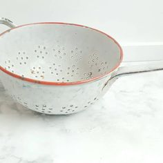 White French enamelware colander from the 1960s. A decorative piece ready for hanging with a hole in the end of the handle. French Industrial Decor, Antique Clocks, French Vintage, 1960s, Handle, Tableware, Red, Vintage Watches, Old Clocks