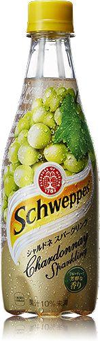 Product | Schweppes(シュウェップス)「シュウェップス」は、英国で約200年以上もの間親しまれ、王室の御用達商品にまで達した歴史あるブランドです。ブランド名は、炭酸ミネラルウォーターを製造するシステムを開発したジャコブ・シュウェップに由来しています。