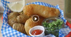 This recipe is a twist on the classic fish and chips. Instead of potato fries, the crispy beer battered fish is served with Hasselback potatoes. Crispy Potatoes, Hasselback Potatoes, Bacon Muffins, Best Fish And Chips, How To Make Fish, Beer Battered Fish, Tv Chefs, Potato Cakes, Irish Recipes