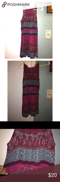 Forever 21 Dress Only worn once. Beautiful design and fit. Fits a S or a M. Forever 21 Dresses Midi