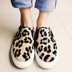 Avui l'estil el marca una firma Espanyola que ens encanta els seus dissenys, plens de tendència . @KMB shoes #kmbshoes #fashion #sneakers #women #sneakers #leopard #KMB #barcelona #barcelonashoes #sitgetana Gracias a @sitgetanashoes por la imagen y comentario.#vscogram #vscocam