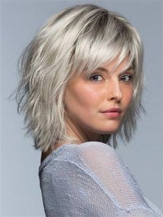 hair lengths short choppy bobs Its all about cool and casual with Jones. This shoulder length style features choppy layers all throughout the back and sides for a textured, messy look that has a laid back, carefree vibe without even trying. Medium Hair Cuts, Short Hair Cuts, Medium Hair Styles, Curly Hair Styles, Thinning Hair Cuts, Medium Choppy Hair, Razor Cut Hair, Short Shag Hairstyles, School Hairstyles