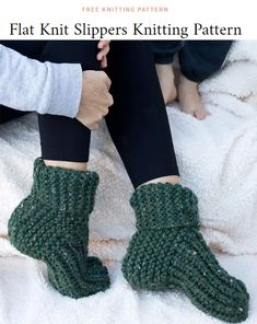 Free Knitting Pattern for Easy Flat Knit Slippers - These easy ribbed slippers a. - Free Knitting Pattern for Easy Flat Knit Slippers – These easy ribbed slippers a… – Free Knit - Knit Slippers Free Pattern, Knitted Slippers, Crochet Slippers, Slipper Socks, Knitted Booties, Easy Knitting Projects, Easy Knitting Patterns, Knitting For Beginners, Easy Patterns