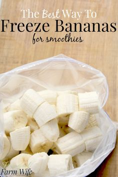 To Freeze Bananas For Smoothies how to freeze banana - I've tried lots of ways, and this is the best - especially for smoothies!how to freeze banana - I've tried lots of ways, and this is the best - especially for smoothies! Freezing Vegetables, Freezing Fruit, Freezing Smoothies, Freezing Fresh Herbs, Freezer Smoothie Packs, Healthy Smoothies, Healthy Snacks, Healthy Recipes, Ninja Smoothie Recipes