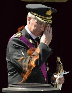 Koning Filip brengt hulde aan Graf Onbekende Soldaat - HLN.