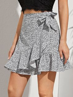 Kpop Fashion Outfits, Women's Fashion Dresses, Wrap Around Skirt, Cute Girl Outfits, Printed Skirts, Skirt Outfits, Couture, Inspiration, Clothes