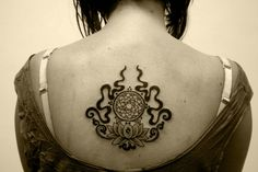 Tatuagem de Flor de Lotus | Black Work