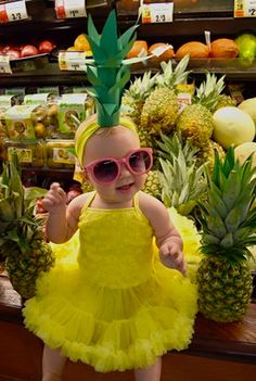 pretty halloween costumes Amanda: Harper Mae the Pineapple Cutie! We made the crown headband with a paper towel roll, a yellow headband, amp; We purchased an adorable yellow tu-tu dress, pink. 2017 Halloween Costumes, Childrens Halloween Costumes, Theme Halloween, Halloween Costume Contest, Toddler Costumes, Cute Costumes, Family Halloween, Costume Ideas, Halloween Recipe