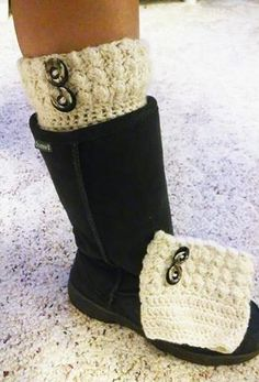 I made these boots cuffs and love them! Used a free pattern from elkstudiohandcr… Crochet Boot Cuff Pattern, Knitted Boot Cuffs, Crochet Boots, Knit Boots, Knitted Slippers, Crochet Gloves, Crochet Beanie, Knit Or Crochet, Crochet Scarves