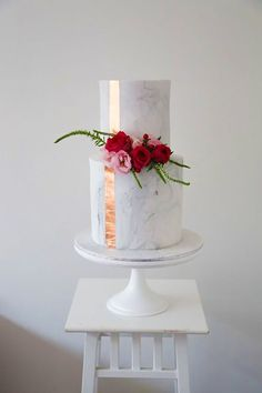 Marble Wedding Cakes for a Modern Bride.If you like a modern and elegant wedding decor then you will love these wedding cake decorated with marbleized fondant. Here's 11 marble wedding cakes that are perfect for a modern bride! Naked Wedding Cake, Beautiful Wedding Cakes, Beautiful Cakes, Amazing Cakes, Cakes To Make, How To Make Cake, Marble Cake, Marble Pillar, Pretty Cakes