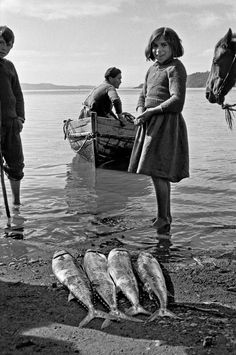 © Sergio Larrain/Magnum Photos CHILE. Region of Los Lagos. Island of Chiloe. Village of Chonchi. The whole village is flooded. 1961.