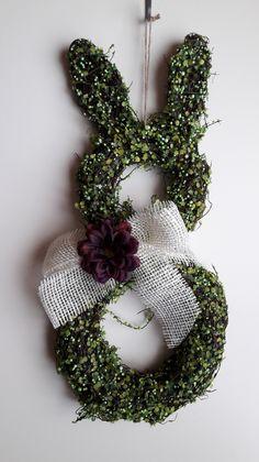 """Grüne Osterdeko: Türkranz """"Osterhase"""" als natürliche Dekoration für Zuhause / natural Easter decoration: green wreath for your home made by Michaelas-Designunikate via DaWanda.com"""