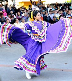 Beautiful Mexican dancer at Olvera Street, Los Angeles