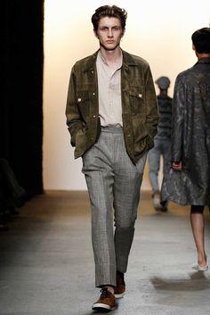 Mocka! Samt struktur på byxa i linne med mkr struktur.  Billy Reid Spring 2016 Menswear Fashion Show