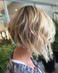 Thin, fine hair, when cut having the short-stacked bob haircut looks voluminous and stylish. The Inverted Bob Haircuts look entirely great on wavy hair. 20 Inverted Bob Haircuts For Stylish Women Inverted Bob Haircuts, Choppy Bob Hairstyles, Haircuts For Fine Hair, Cool Hairstyles, Super Short Hair, Short Hair Updo, Short Hair Cuts, Short Hair Styles, Wavy Hair