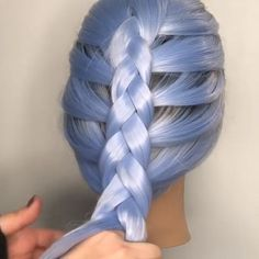 For more braid video tutorials just visit our website! Dutch braid into messy buCool Braid Style!How to Dutch Braid Video Box Braids Hairstyles, French Braid Hairstyles, Oscar Hairstyles, Style Hairstyle, Braid Styles, Short Hair Styles, Braids Tutorial Easy, Braids For Short Hair, Hair Videos
