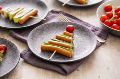 Knakworst kerstboom - Recept | 24Kitchen Best Chili Recipe, Chili Recipes, Christmas Tree Veggie Tray, Cucumber Bites, Cheese Cubes, Salsa Chicken, Randal, Beef Stroganoff, Slow Cooker Beef