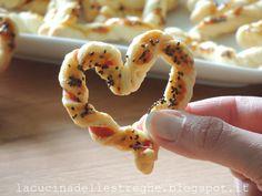 La cucina delle streghe: Finger food di S.Valentino, ovvero i cuori di sfoglia Valentino, Banana, Meat, Fruit, Food, Essen, Bananas, Meals, Fanny Pack