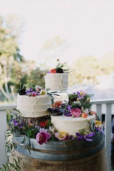 Tris di torte basse con fiori - Storyboard Wedding