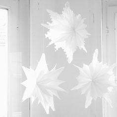 diy sterne aus butterbrotpapier und tapete anleitungen und selber machen. Black Bedroom Furniture Sets. Home Design Ideas