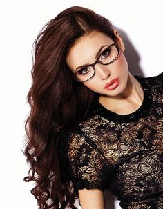 Glasses Frames For Oval Ray Ban Sunglasses Best Ideas Brille iDeen 👓 Glasses For Oval Faces, Glasses For Your Face Shape, Cute Glasses, New Glasses, Girls With Glasses, Glasses Frames, Brown Glasses, Bon Look, Lunette Style