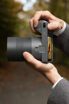 Lytro Illum by Tim Hulford, via Behance (can't wait to see this on the market!) Fix focus on any shot, after it's been shot!