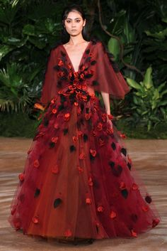 See the complete Christian Siriano Fall 2015 Ready-to-Wear collection.