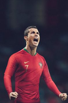 International football kit news this morning as the Nike Portugal 2018 World Cup kit has been officially released. Cristiano Ronaldo Portugal, Ronaldo Cristiano Cr7, Cristiano Ronaldo Manchester, Cristiano Ronaldo Wallpapers, Football Ronaldo, Nike Football, Nfl Superbowl, Football Kits, Cr7 Portugal