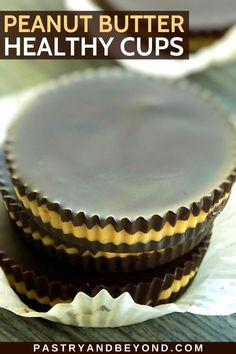 You can easily make homemade peanut butter cups with 3 healthy ingredients. This dark chocolate peanut butter cup recipe is delicious and easy to make. You can make it when you want to eat a healthy sweet snack. Chocolate Peanut Butter Cup Recipe, Homemade Peanut Butter Cups, Healthy Peanut Butter, Chocolate Cups, Chocolate Peanuts, Melting Chocolate, Healthy Candy, Healthy Sweet Snacks, Sweet Recipes