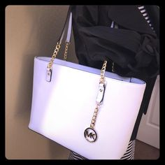 "Michael Kors Optic White Jet Set Chain Tote NWT Michael Kors Optic White Jet Set Chain Tote. New with Tags. Leather. 15"" across & 9 ½"" tall not including shoulder straps. No trades. Michael Kors Bags"