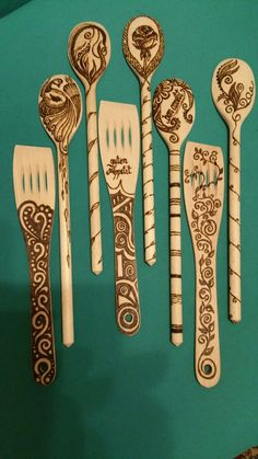 again a few new themes - Geschenke Wood Burning Crafts, Wood Burning Patterns, Wood Burning Art, Wooden Spoon Crafts, Wood Spoon, Wood Crafts, Dremel, Got Wood, Wood Lathe