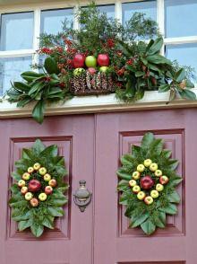 Williamsburg Colonial Christmas   Walking Adventures- I love the magnolia leaves!