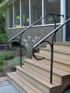 To choose your stair handrail, you have to take into account the morphology of the staircase, the type of material that you want to use, and the budget you want to use. Metal Stair Handrail Ideas For Outdoor Metal Handrails For Stairs, Stairway Railing Ideas, Porch Step Railing, Porch Handrails, Exterior Stair Railing, Outdoor Stair Railing, Front Porch Steps, Porch Stairs, Wrought Iron Stair Railing