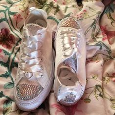 1839b60b4e Laura Keenan added a photo of their purchase Παπούτσια Converse