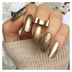 GOLD Nails As the new year has begin, So you probably looking for some new nail art inspiration. New Year's Nails, New Nail Art, Hot Nails, Hair And Nails, Fabulous Nails, Gorgeous Nails, Stunning Makeup, Nail Art Designs 2016, Gold Nail Designs