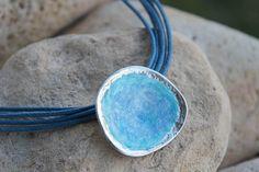 Colgante esmaltado en plata de ley en azul y turquesa transparente. Colección Mediterráneo. The Sea