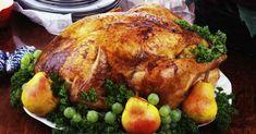 O peru de Natal é uma ave que serve muitas pessoas. Essa receita natalina nem sempre é tão fácil de preparar, é preciso seguir à risca cada passo. Abaixo separamos algumas dicas para você preparar o peru de Natal perfeito. Veja também Receita de peru de Natal