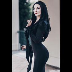 Morticia Addams for Halloween Costume Ideas for Women Hot Goth Girls, Gothic Girls, Gothic Art, Goth Beauty, Dark Beauty, Morticia Addams Kostüm, Goth Chic, Pin Up, Gothic Models