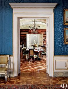 Top architects and designers share some of their expert strategies for successful renovations Luxury Dining Room, Dining Room Design, Dining Rooms, Architectural Digest, Navy Blue Rooms, Interior Decorating, Interior Design, Classic Interior, Luxury Apartments