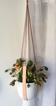 The best DIY projects & DIY ideas and tutorials: sewing, paper craft, DIY. Diy Crafts Ideas Leather and ceramic plant hanger by KindaLovely on Etsy -Read Diy Décoration, Easy Diy, Growing Plants Indoors, Ideias Diy, Unique Plants, Plant Holders, Hanging Planters, Plant Decor, Indoor Plants